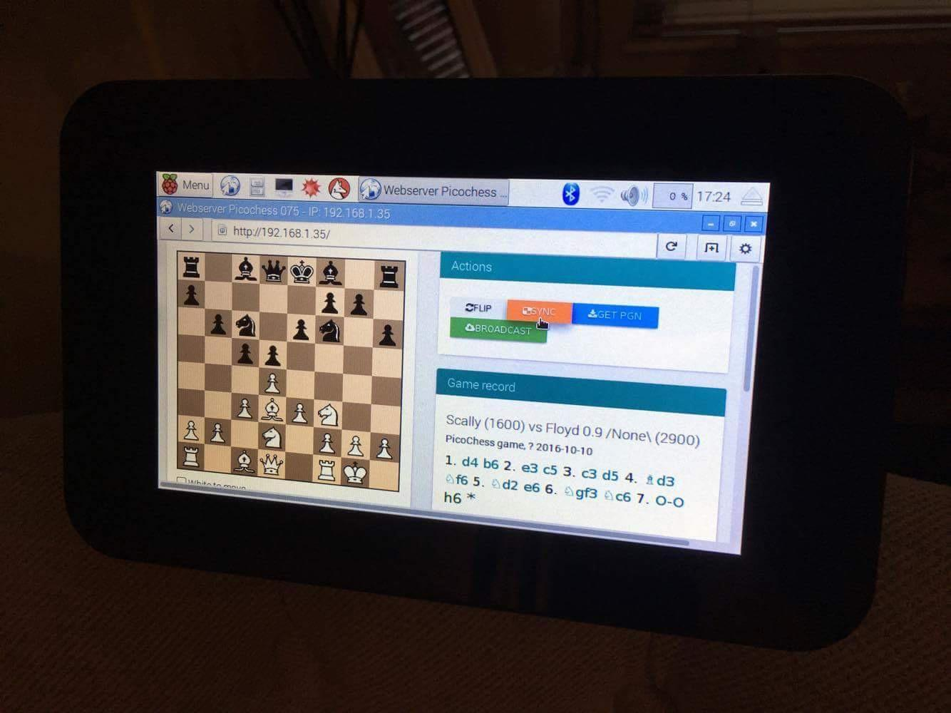 Picochess v0.75 running on official RaspberryPi Display